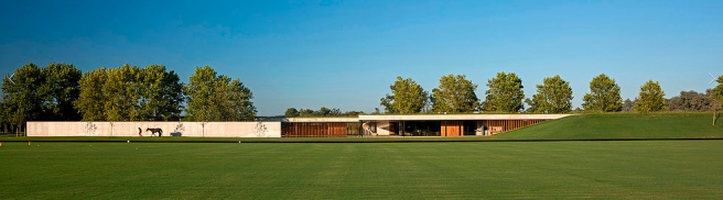 Estudio Ramos architects-equestrian architecture-el yacare_modern stables_terraced roof_ buenos aires_argentina_Claudia Satrustegui