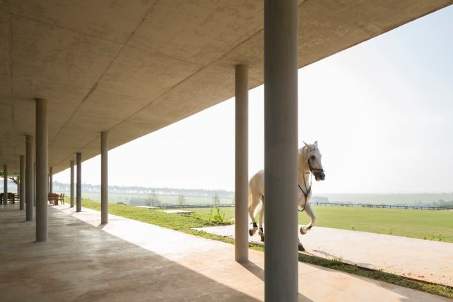 Equestrian architecture-Claudia Satrústegui-architecture-barn-stable-equestrian center-curves-design-architecture-Isay Weinfeld-horse-Brazil-Porto Feliz-Photographs Fernando Guerra