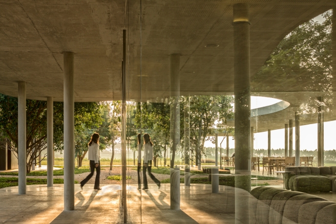 Equestrian architecture-Claudia Satrústegui-architecture-barn-stable-equestrian center-reflection-design-Isay Weinfeld-horse-Brazil-Porto Feliz-Photographs Fernando Guerra